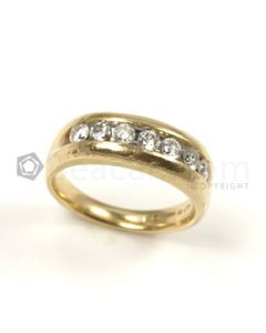Round Shape White Diamond Ring in 14kt Yellow Gold - 6.5 grams - EST1261