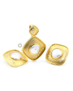 18kt YG, Mabe Pearl and Diamond Lady's Pendant/Enhancer and Earring - 34.80 grams - EST1044
